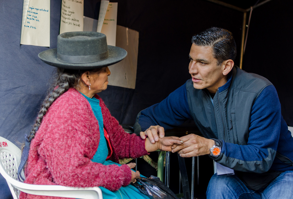 Doctor and patient in Peru on CSUF pre-health post bacc medical trip
